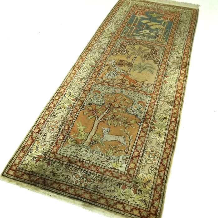 "Kayseri - 221 x 87 cm - ""Exclusive Persian runner made of silk - Stunning hunting scene - In very good condition"""
