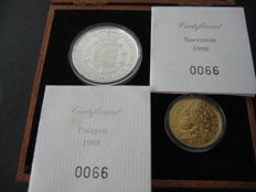 Belgium – Sovereign 1998 (restrike), and Patagon 1998 (restrike) Carol II, (two coins), in wooden case – gold and silver