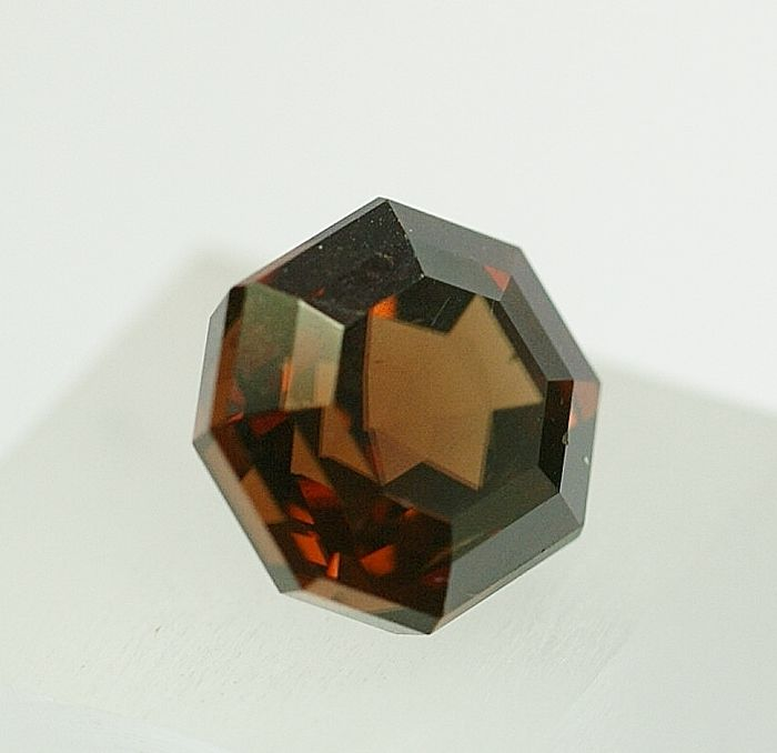 Zircon, orange-brown, 12.02 ct