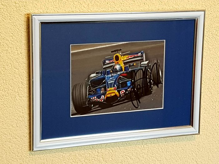 Sebastian Vettel - 4x world champion Formula 1 - original autographed framed photo + COA.