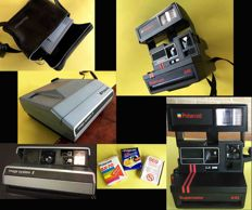Lot consisting of two Polaroid cameras and three vintage x Polaroid, original from the 70s/80s
