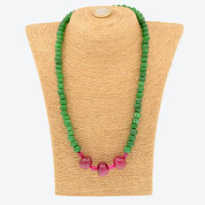 18k/750 yellow gold necklace with emeralds and rubies   - Length 54 cm