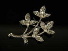 Silver brooch with 4 fresh water pearls and marcasites, 800 silver, signed CNP.