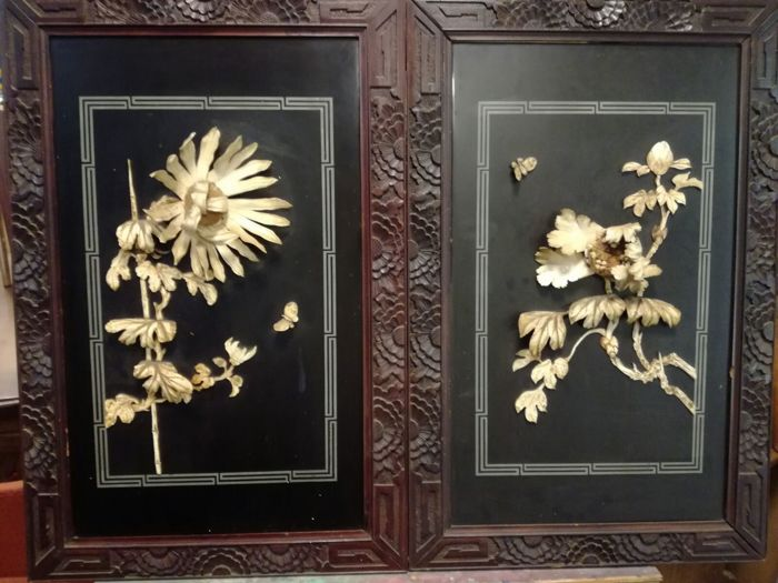 Pair of hand carved wooden decorative panels - Japan - Second half 20th century