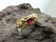 Ring in 18 kt gold