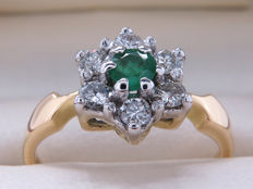 Certified gold cocktail ring with diamonds & emerald – 0.64 carat in total. **No Reserve**