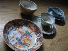 Lot of porcelain cups and saucers - China - 18th century