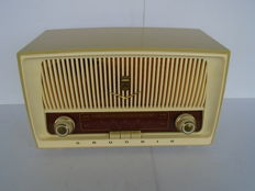Very beautiful Grundig radio from Germany with FM