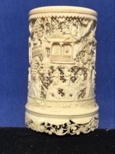An ivory brush cup – China, Canton – late 19th century