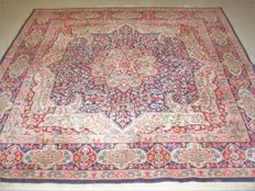 Magnificent Persian carpet, Kerman, 20th century, around: 1970 - 200 x 200 cm, with certificate of authenticity.