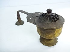 Finely carved bronze incense burner with lotus flower decoration  - Japan - Late 19th/early 20th century