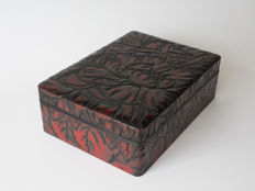 A dark red Kamakura-bori storage box. Decorated with flowers and very beautifully tooled bottom – Japan – mid 20th century