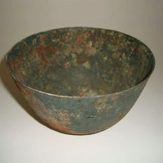 A Chinese ritual bronze bowl from the Han dynasty - 148 mm