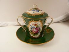Paris Porcelaine - Beautifully decorated trembleuse cup, hand painted