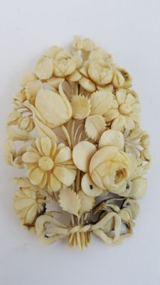 Ivory brooch - China - 19th century