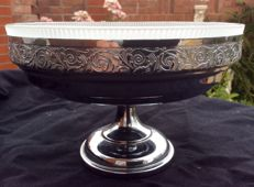 Beautiful Art Nouveau silver plated bowl with floral decorations and frosted glass.