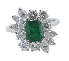 Cocktail ring with Emerald and Diamonds in 18 kt gold with Gemmological Certificate.