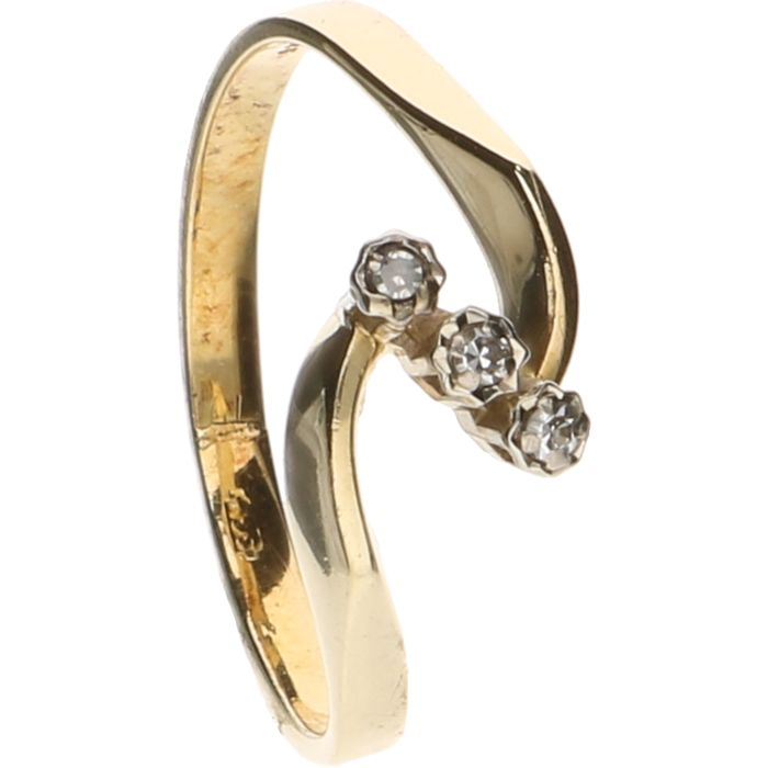 14 kt Yellow gold ring set with 3 zirconia stones – Ring size: 16.25 mm