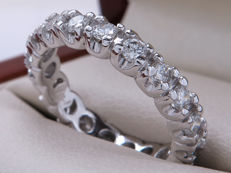 Certified, platinum, diamond, full eternity ring with 1.36 ct VS2-VS1 – **No Reserve Price**