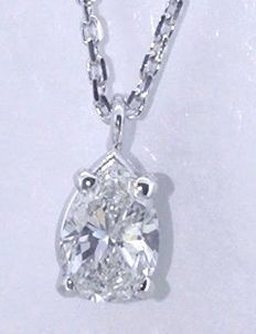 White gold necklace with a pear-shape cut diamond of 0.50 ct