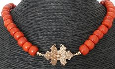 Precious coral necklace with gold clasp from approx. 1870