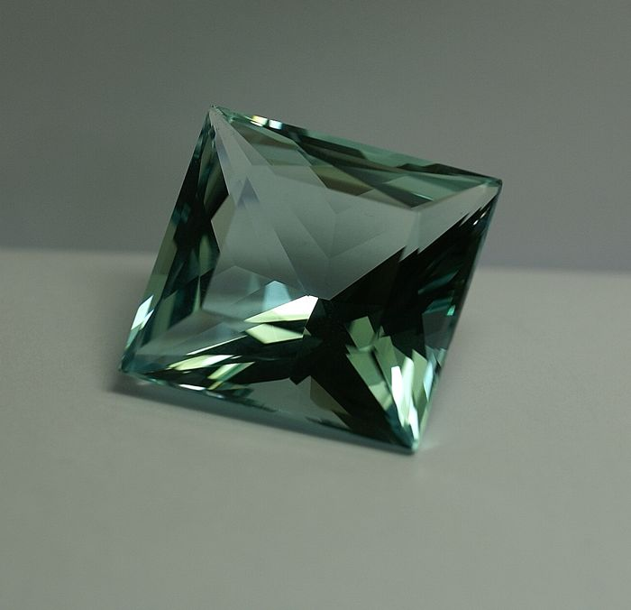 Aquamarine , intense greenish-blue, - 45.10 ct