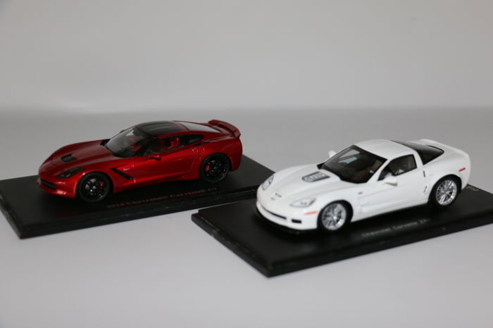 Spark - Scale 1/43 - Chevrolet Corvette ZR1 - colour: White & Chevrolet Corvette C7 2014 - colour: Red.
