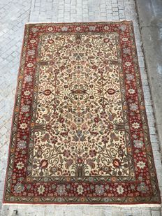 Very beautiful antique Transylvanian rug, antique Persian design, hand-made, 200x300 cm