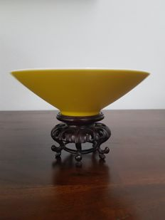 Yellow monochrome bowl – China – late 20th century