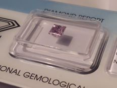 Diamond of 0.56 ct, Princess Cut, Fancy Purplish Pink