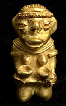 Beautiful  , Tumbaga Gold , Colombian , Tairona - 46 x 24 mm , 27,80  grs,  Indian native woman with milk bowls and carrying a basket