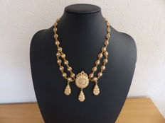 'Khit errouh' necklace in gold and zirconium oxide, 8.61 ct – 18 kt/750   gold – 43 cm – 45.83 g