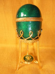 Imperial Fabergé egg in emerald green - enamel - Signed