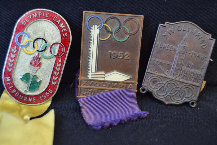 London 1948 ,   Helsinkia 1952 , Melbourne 1956 - Olimpic Games Vintage Visitor Official Badge.
