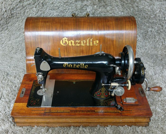 Gazelle H - Antique Sewing Machine - Holland - 1930's