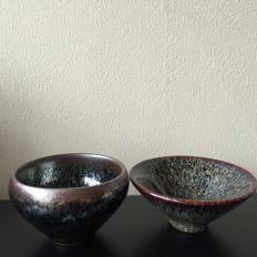 Two Song style 'oil spot' tea bowls - China - Late 20th century