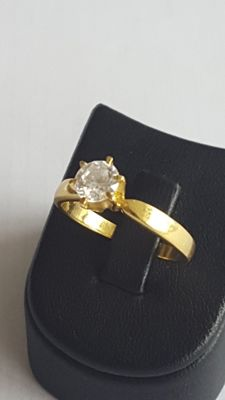 18 K Solitaire Ring With Cubic Zirconia