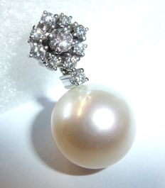 14 kt / 585 white gold pendant with 1 ct of  brilliant-cut diamonds, 1 South Sea pearl of 16.5 mm!