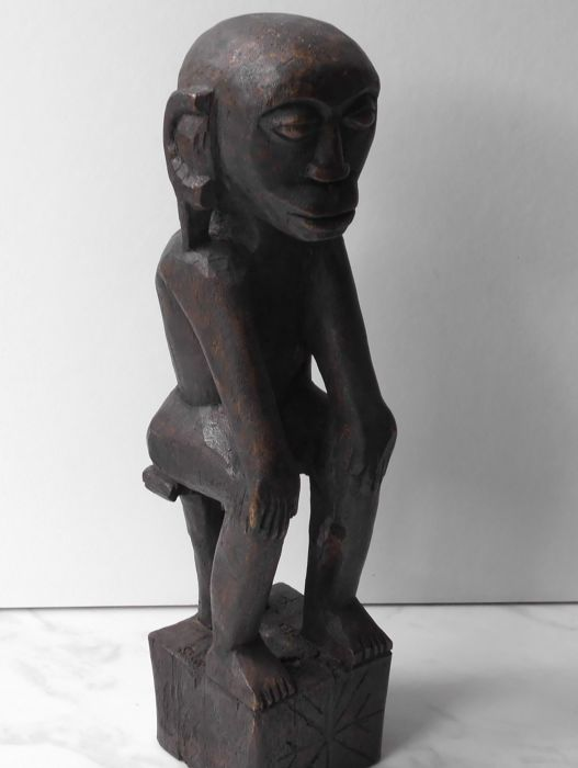 Large wooden ancestral statue - Maluku - Indonesia