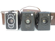 Een lot van 3 box camera's diverse types Zeiss Ikon: Box Tengor II 56/2 , een Zeiss Ikon: Box Tengor 54/2 en een Zeiss Ikon: Era Box (52/2)