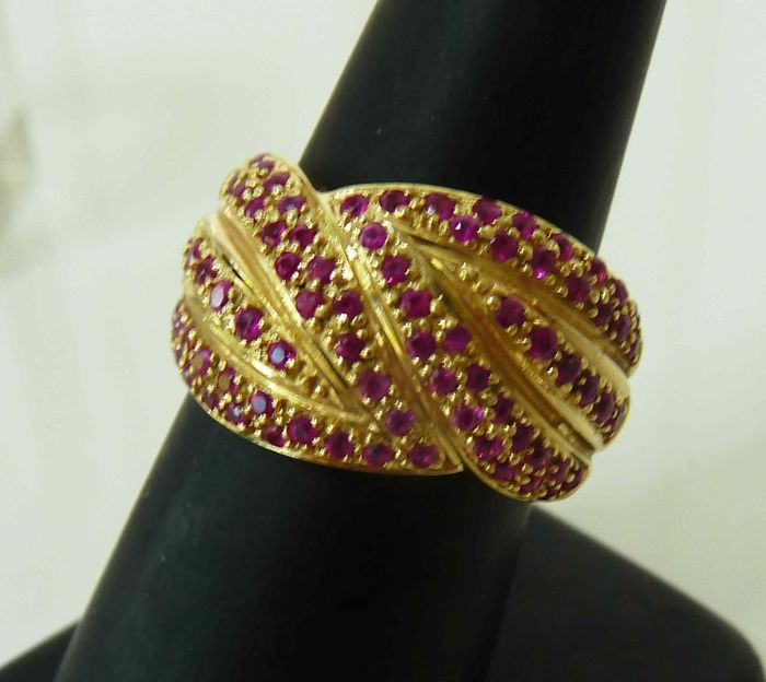 585/1000 gold ring with many rubies - ring size 17.2