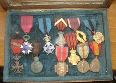 Belgium - 11 medals and orders in the old frame - WW1 veteran souvenir