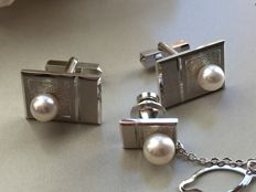 Vintage silver set of Cufflinks and pin with cultured pearl in cassette