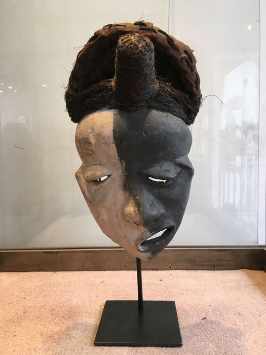 Powerful mask of deformity or of disease - PENDE - Former Belgian Congo