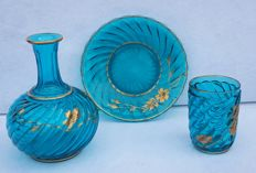Baccarat Depose - 3-piece set: bottle, plate and glass all made of turquoise crystal - signed - France - circa 1900