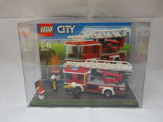 LEGO store display box with city set 60107 Fire Ladder Truck rare shop display