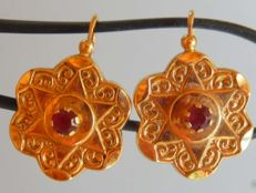 Sleeper style earrings in 18kt gold with garnets **NO RESERVE PRICE**