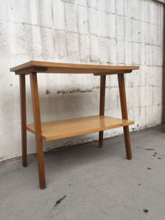An RTV table - A shapely table made from wood