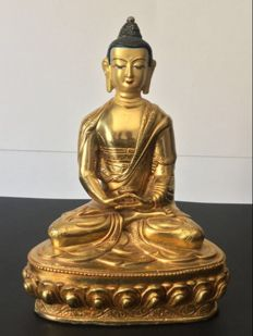Representation of Buddha Amitabha in copper with gold patina - Nepal - Beginning of 21st century.