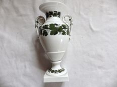 "Meissen - Vase in porcelain casserole décor ""vine leaves"""
